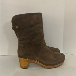 Authentic UGG brown suede leather boots Sz 9